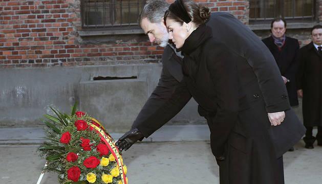 Los reyes, en el 75 aniversario de la liberación del campo de concentración y exterminio de Auschwitz.