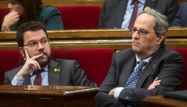 Foto del presidente de la Generalitat, Quim Torra, junto al vicepresidente, Pere Aragonés, este lunes.