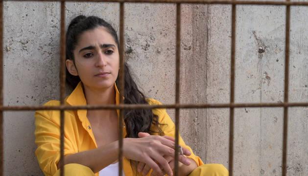 Foto de la actriz Alba Flores en el papel de Saray en 'Vis a vis'.