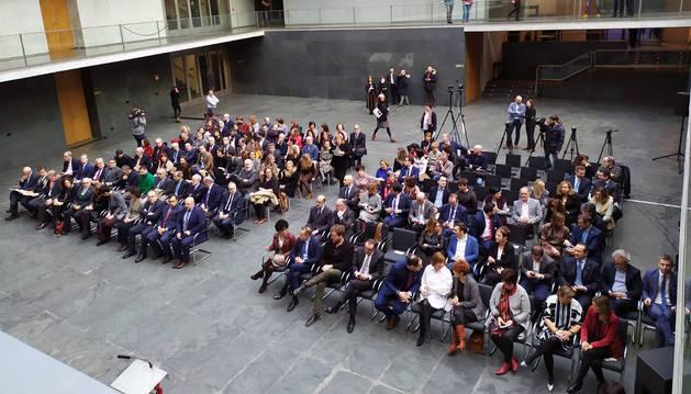 Imagen del acto del 40 aniversario de la Cámara de Comptos en el Parlamento de Navarra.