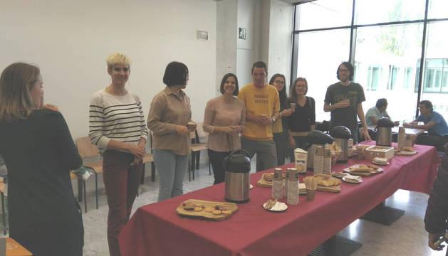 Foto de la actividad del café internacional de la Universidad de Navarra.