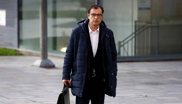 José Gómez, a su llegada a la Audiencia Provincial de Navarra.