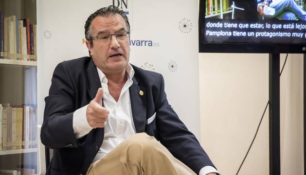 El escritor navarro Javier Corpas Mauleón durante su visita al Club de Lectura de Diario de Navarra en mayo de 2019.