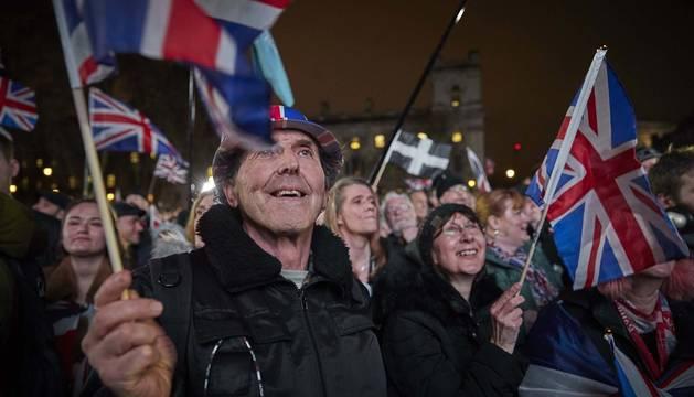 Foto de partidarios del 'brexit' celebrando la salida de la Unión Europea.