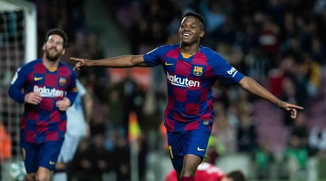 Ansu Fati celebra uno de sus goles ante el Levante.