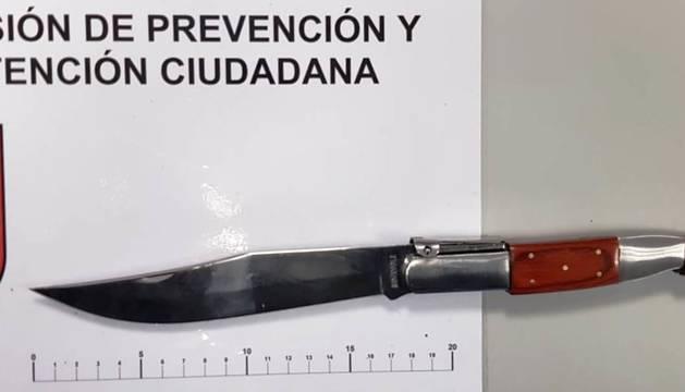 Foto del arma blanca que portaba uno de los detenidos en Pamplona.