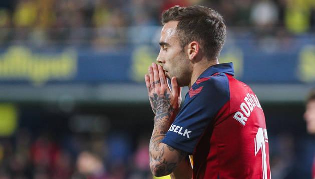 Rober Ibáñez se lamenta después de una oportunidad perdida ayer en el estadio de La Cerámica. El valenciano no era titular desde la jornada 6.