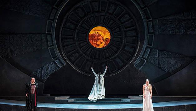 Foto de un momento de la ópera 'Norma', que llega el 8 y 9 de febrero a Baluarte.