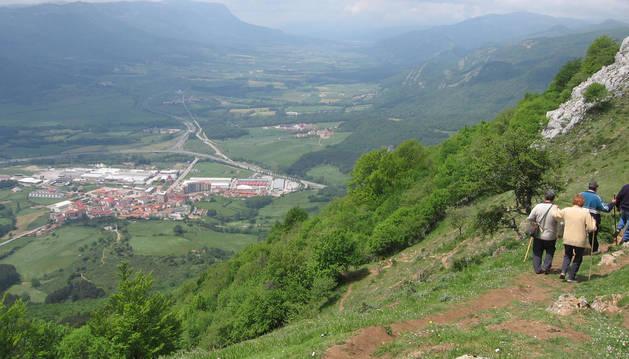 Foto panorámica de Sakana desde la ladera de la Trinidad, de Irurtzun.