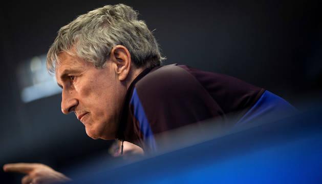 Foto de Quique Setién, entrenador del Barcelona, en rueda de prensa.