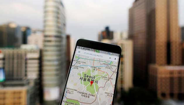 foto de Un móvil con la aplicación Google Maps