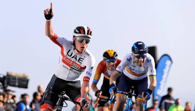Foto del triunfo de Pogacar en la segunda etapa de la Vuelta a la Comunidad Valenciana 2020.