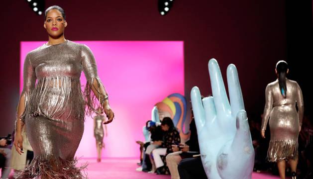 Christian Siriano brilla en la apertura de la 'Fashion Week' de Nueva York