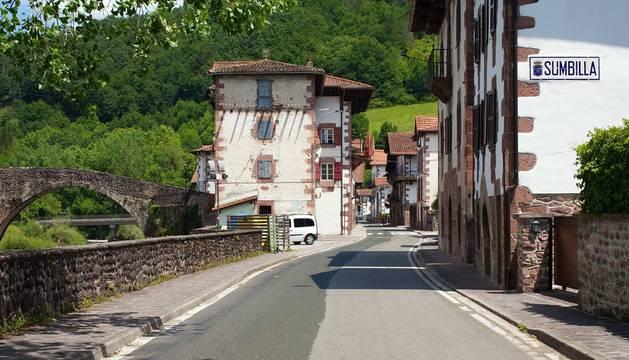 Imágenes de Sunbilla. Dos barrios unidos por un viejo puente de piedra.