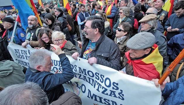 Fotos de la concentración en Pamplona contra el traspaso de tráfico a Navarra