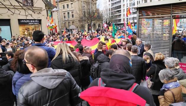 La concentración ha tenido lugar este mediodía en la plaza de Merindades de Pamplona.