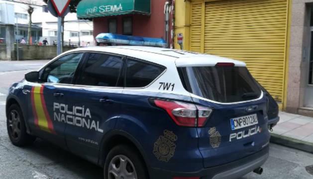 Un coche de la Policía Nacional, en una calle de Lugo.