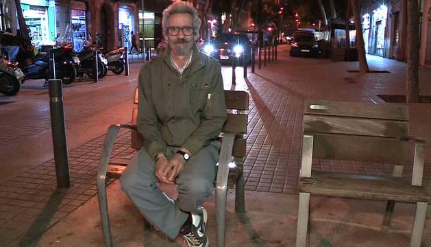 Rafael Montserrat, en la calle, donde sobrevive.