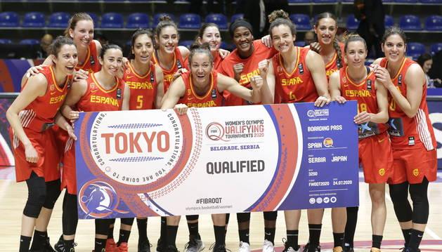 Las jugadoras de la selección española de baloncesto celebran su clasificación para Tokio 2020.