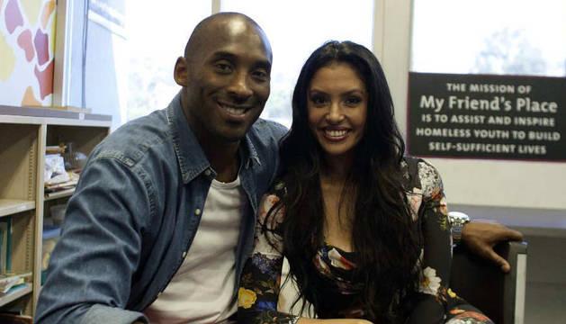 foto de Kobe Bryant junto a su mujer Vanessa, en una foto de 2012