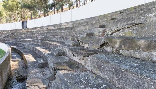 Foto del estado de una de las gradas del estadio de fútbol Ciudad de Tudela.