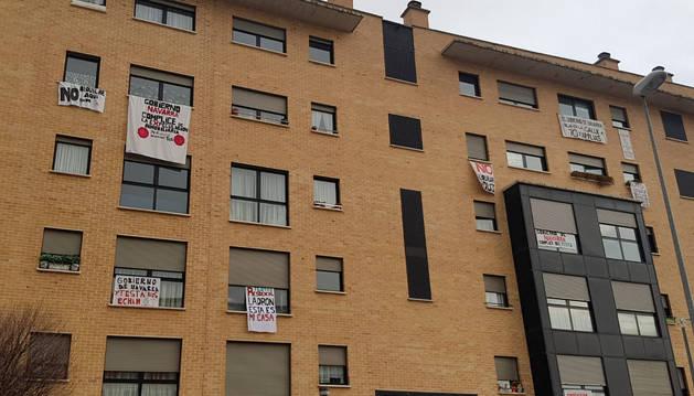 Foto del aspecto que presentaba este jueves la fachada de inmuebles afectados en Marcelo Celayeta.