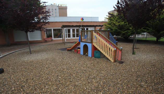 Foto del patio de la escuela infantil de Mendebaldea, construida hace 25 años.