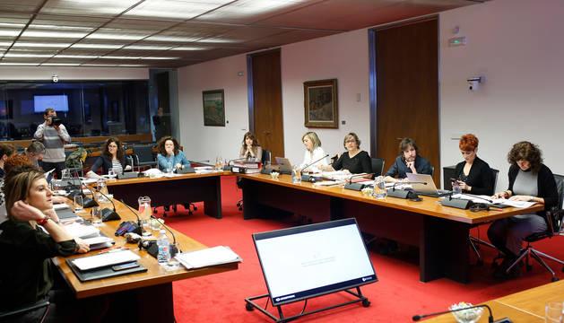 Foto de los integrantes de la comisión de Economía y Hacienda.