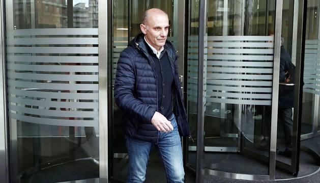 El exdirector deportivo de Osasuna Ángel Martín González abandona el Palacio de Justicia tras prestar declaración como testigo en el juicio del denominado Caso Osasuna.