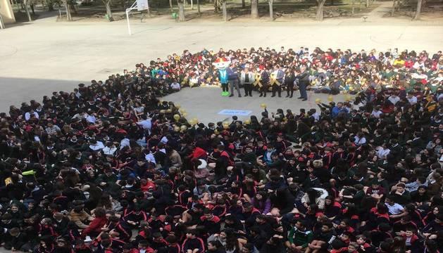6.000 alumnos de 29 centros piden acabar con las barreras en torno al cáncer infantil