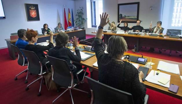 La comisión parlamentaria de Economía y Hacienda vota una de las enmiendas a los Presupuestos.