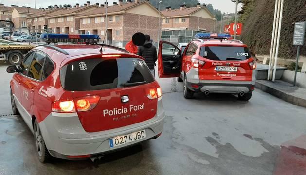foto de Agentes de la Policía Foral interceptan el coche en Estella