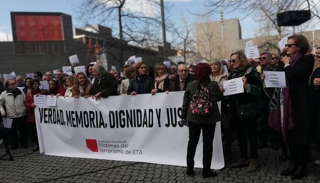 Concentración en Pamplona en recuerdo y homenaje a las víctimas de ETA.