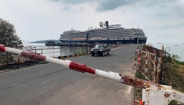 Cinco españoles, controlados en Camboya tras un crucero por sospechas de coronavirus