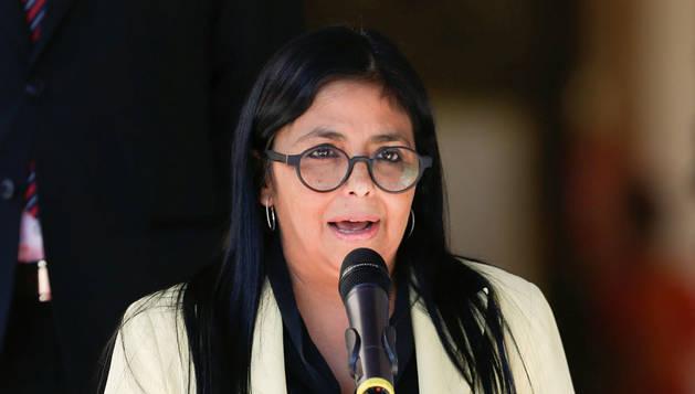 Delcy Rodríguez acusa a la derecha española de doble moral por apoyar a Guaidó