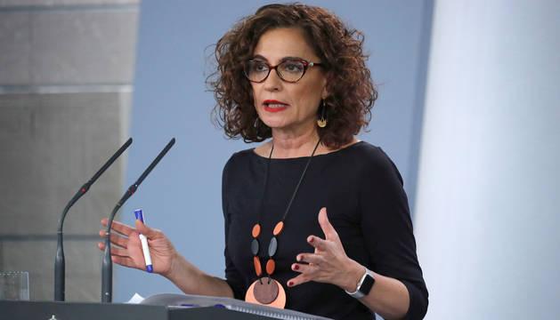 La ministra de Hacienda, María Jesús Montero, en la rueda de prensa ofrecida este lunes tras su encuentro con Casado.