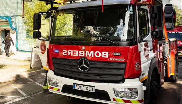 Un camión de Bomberos aparcado en el lugar del incendio.