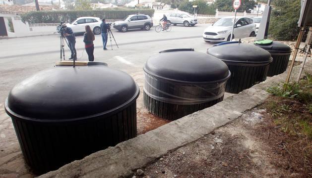 Foto de la zona de contenedores soterrados donde se encontró el cadáver de la mujer en Moraira.