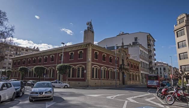 Ayuntamiento de Estella, en el arranque del paseo de la Inmaculada de la ciudad.