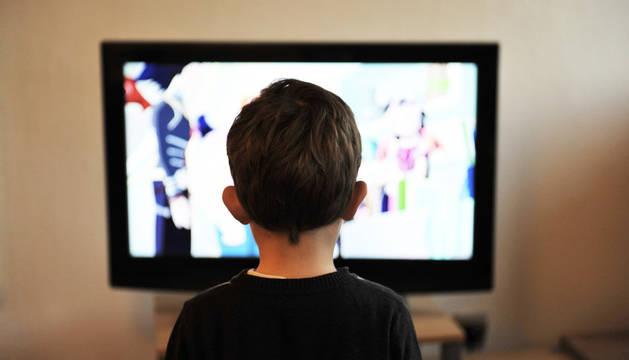 Un niño llega a ver cerca de 30.000 anuncios en televisión en un año.
