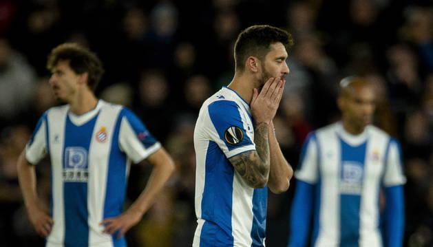 Facundo Ferreyra se lleva las manos al rostro al encajar el Espanyol uno de los cuatro goles.