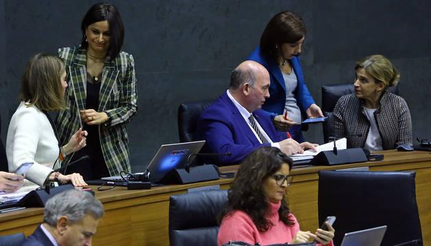 Parlamentarios de Navarra Suma, durante el pleno de este jueves.
