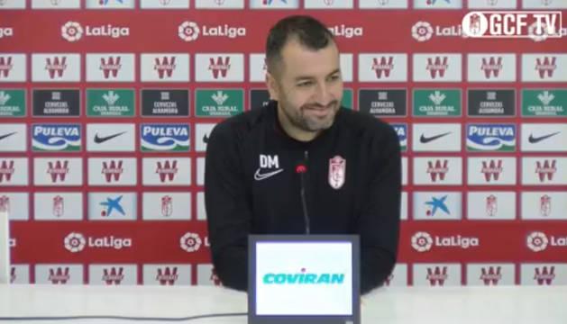 Foto de Diego Martínez, entrenador del Granada, en rueda de prensa.