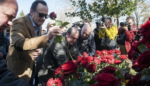 Fotos de la ofrenda en el 20 aniversario del asesinato de Buesa y Díaz