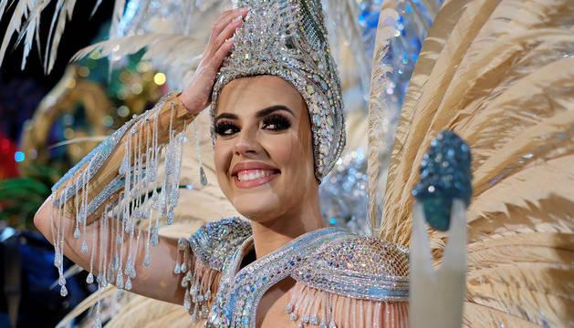 Minerva Hernández sonríe tras imponerse con su 'Vida' en el certamen de Las Palmas de Gran Canaria.