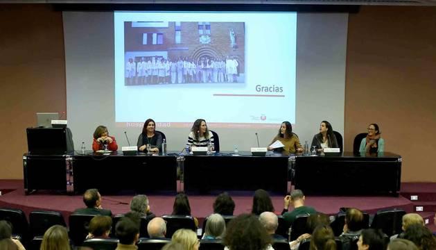 De izquierda a derecha, Edurne Bidegain, Ana Larumbe, Nuria Goñi, Ana Baños, María González y Rocío Rojí.