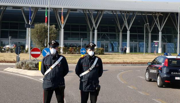 Superan el centenar los contagiados por el coronavirus en el norte de Italia