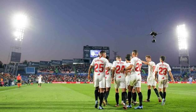Los jugadores del Sevilla celebran uno de los goles en el 0-3 contra el Getafe.