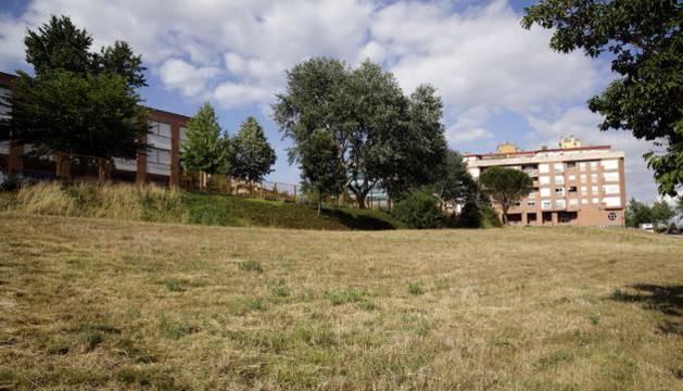 Foto la parcela en la que se construirán 58 VPO en alquiler en Barañáin.