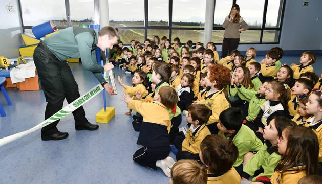 Foto de escolares de Infantil del colegio Luis Amigó, en una actividad con Kandinsky como protagonista.